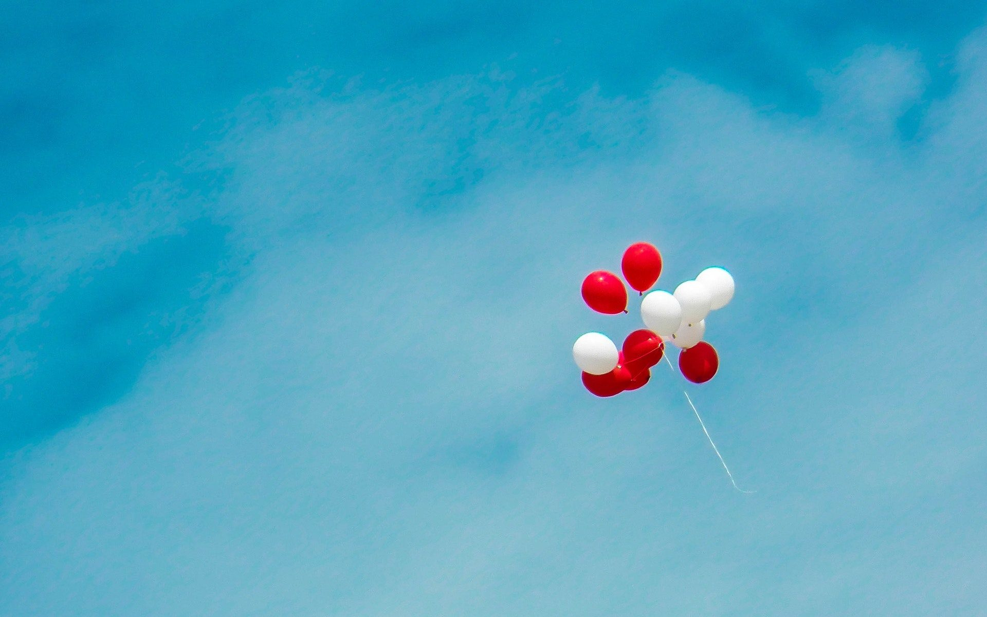 white-and-red-balloons-907274